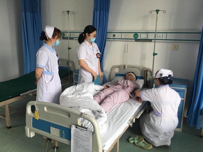 展胬肉术后患者跌倒坠床应急预案演练 -芜湖市眼科医院图片